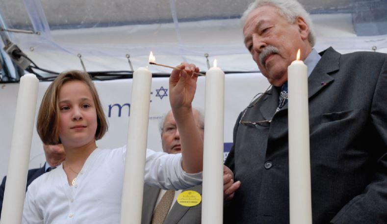 Allumage des bougies. Crédits : Mémorial de la Shoah / Pierre-Emmanuel Weck